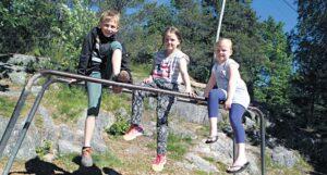 TRIVES:Selv Om Både Karoline Fra Rykene (t.h) Og Sondre Og Linea (t.v.) Savner Sin Gamle Skolehverdag Litt, Har De Likt Godt å Gå Sammen I 4. Klasse.