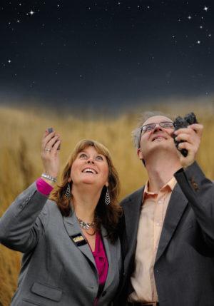 SCIENCE FICTION: Science Fiction-forfatter Anne Mette Sannes Og Astrofysiker Knut Jørgen Røed Ødegaard Kommer Med Astroshowet «Out Of Space» Til Arendals Kulturhus. Foto: Stefan Kjørsvik, Flink Media AS