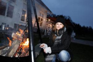 JULEMARKED: Birthe Engesland Ved Kokkeplassen Inviterer Til Julemarked. Foto: Jarle Kavli Jørgensen.