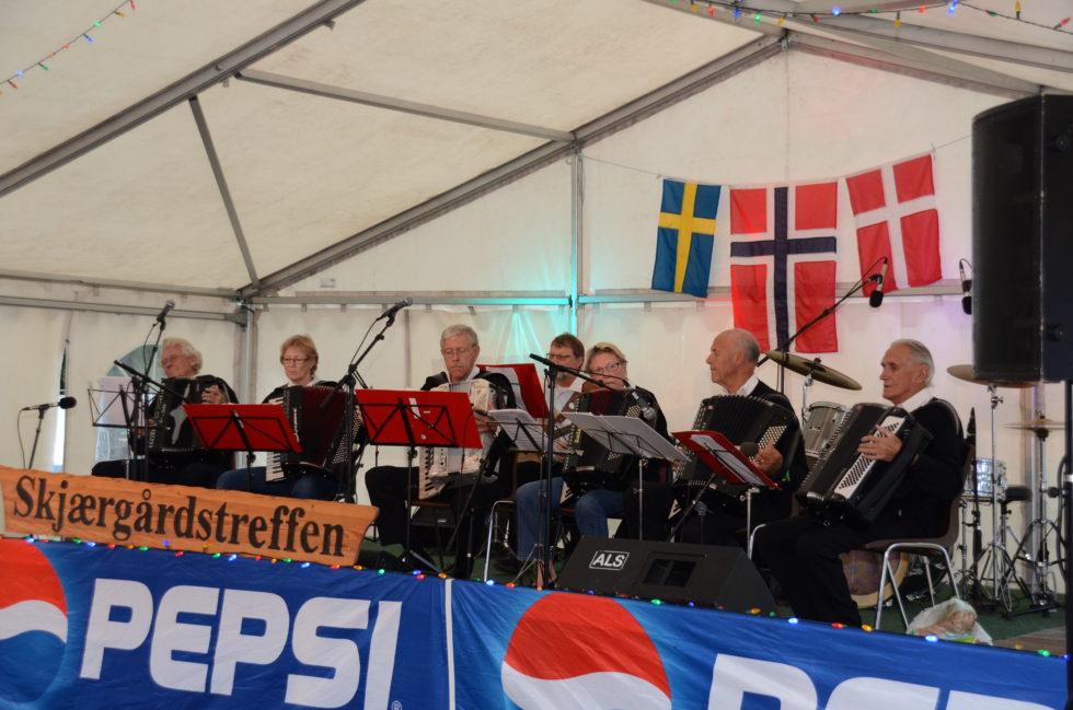 Arendal Trekkspillklubb Med Jubileumsdans