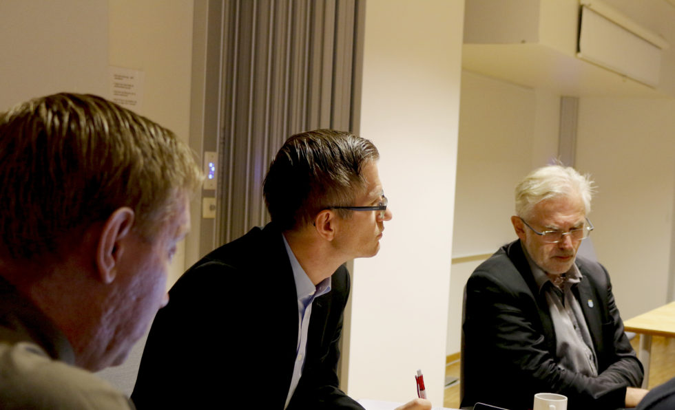 SKYSSKORT: Rådmann Harald Danielsen (t.h.) Mente At Om Deler Av Roligheten Skole Må Stenges, Kan Elevene Sendes Til Stuenes I En Periode. Foto: Esben Holm Eskelund