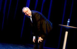50 SHADES: Komikeren Hans Morten Hansen Hadde Publikum På Sin Side I Arendal Kulturhus Torsdag Kveld. Foto: Esben Holm Eskelund