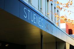 Stuenes skole kan bli Arendal kommunes tredje mottaksskole, i første omgang midlertidig. Det er også politisk flertall for en ny gjennomgang av ordningen med mottaksskoler. Arkivfoto/Esben Holm Eskelund
