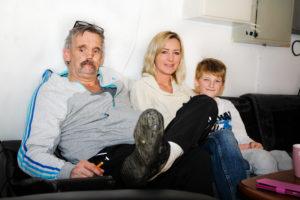 SAMLER INN: Bokseklubben Vil Bidra Til At MS-syke Monica Skal Få En Stamcelle-operasjon. F.v.: Thorbjørn Gyberg, Janne Renate Thorsen Og Thorsens Sønn.