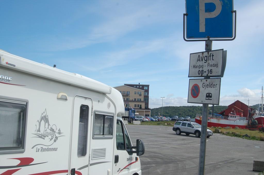TRENGER PLASSER: Bobilparkering etterlyses i Arendal. Fremskrittspartiet mener kjørende turister heller velger nabokommunene. Arkivfoto