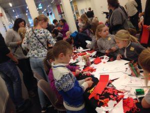 JULE-KUBEN: Mange Barn Og Voksne Deltok På Juleverksted På Kuben I Arendal. Foto: Esben Holm Eskelund