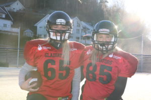 DUO: Arendalsjentene Eva B. Ingebretsen Og Hege Merete Løvåsen Er Blant Landets Første Damer Som Spiller Amerikansk Fotball.