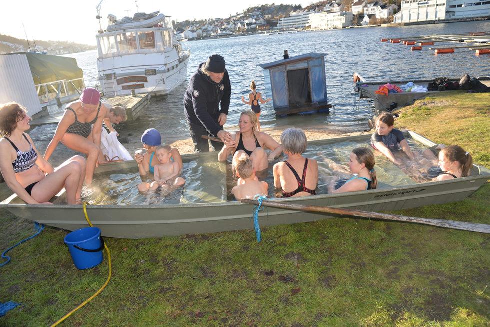 Arendal Vinterfestival: Badeentusiaster Kastet Seg I Sjøen