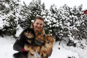 Hundepensjonatet Rockys Venner, Camilla Kristoffersen På Tromøya. Foto: Jarle Kavli Jørgensen.