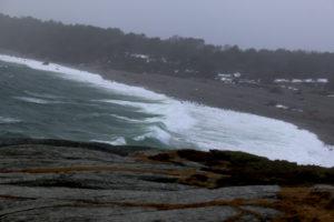 STORE BØLGER: Svære Bølger Slo Inn Over Spornes På Tromøy Fredag Ettermiddag. Lørdag Morgen Og Formiddag Varsles Det Høyere Vannstand. Foto: Esben Holm Eskelund