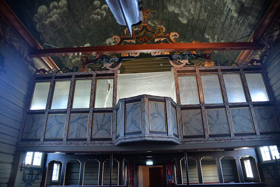 TILDEKKET: Det åpne Rommet Er Tildekket Slik At Ikke Hele Kirken Blir Dekket Av Støv Under Oppussingen.