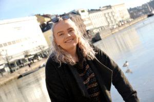 IDOL-ANNA: 18-åringen Fra Nedenes Fremførte Sin Egen Sang Med En Svært Personlig Tekst For Dommerne.