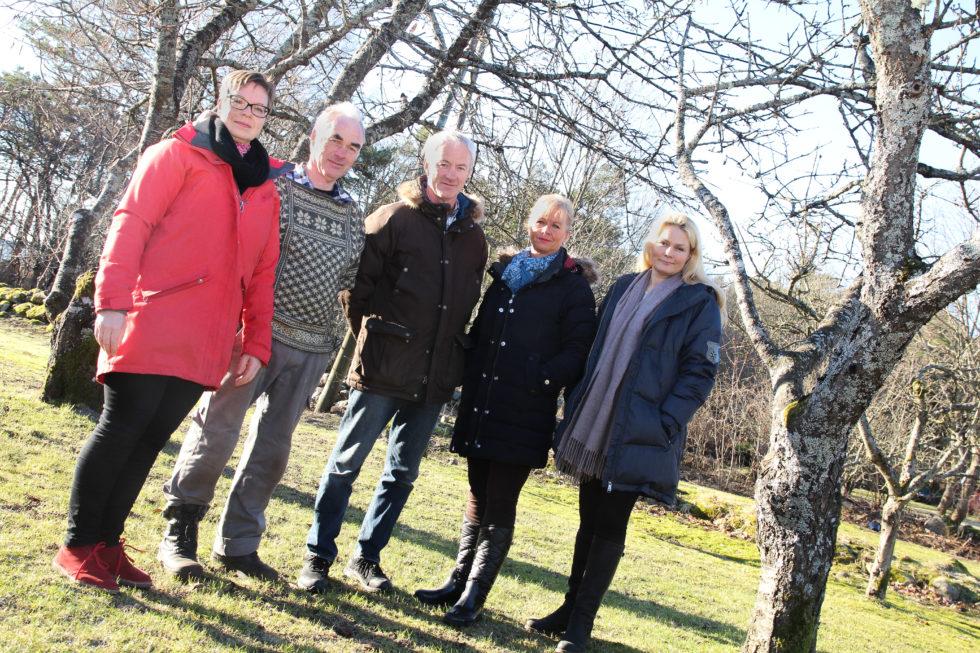 BEKYMRET: F.v. Maren Brinch Gundersen, Halvor Abusland, Jon Ramsvatn, Benedikte Boye Og Unni Ramsvatn.  Foto: Grete Husebø