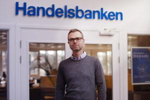 PERSONLIG: Banksjef Trond Røisland Har Tro På Personlig Kontakt I Banken. Foto: Noemy Clori