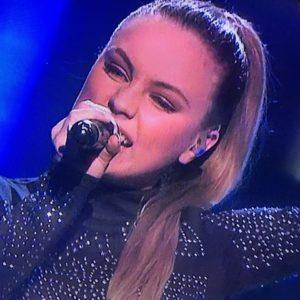 VIDERE: Arendalsjenta Torine Michelle Er Videre I Idol. Foto: Skjermdump Fra Idol-sendingen, TV2