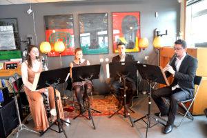 """UNG KLASSISK LUNSJ: Fredag Ettermiddag Underholdt Klarinettkvartetten """"Sørlandskvartetten"""" Lunsjgjestene På No9 Kaffe- Og Platebar."""