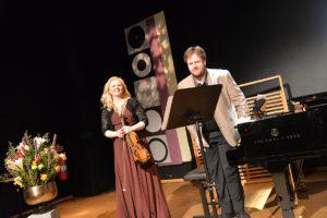 SAMSPILTE: Fiolinist Olga Rakvåg Og Pianist Erik Haugan Aasland Imponerte Med Godt Samspill Under Lørdagens Konsert.