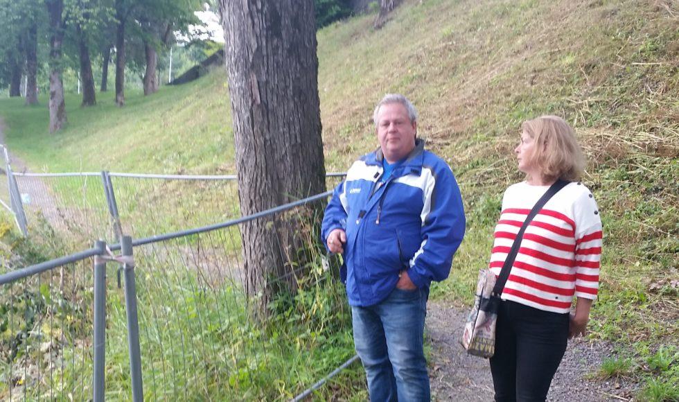 VELGERJAKT: Bystyremedlem Liv Heidi Arnesen La Søndagsturen Til Langsæ-parken Sammen Med Velgeren Tore Pedersen I August I Fjor. Arkivfoto