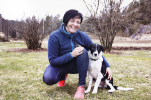TRENER: Hundetrener Elin Anbefaler å Sette Av Fem-ti Minutter Et Par Ganger Om Dagen Til å Trene Med Hunden. Alle Foto: Noemy Clori
