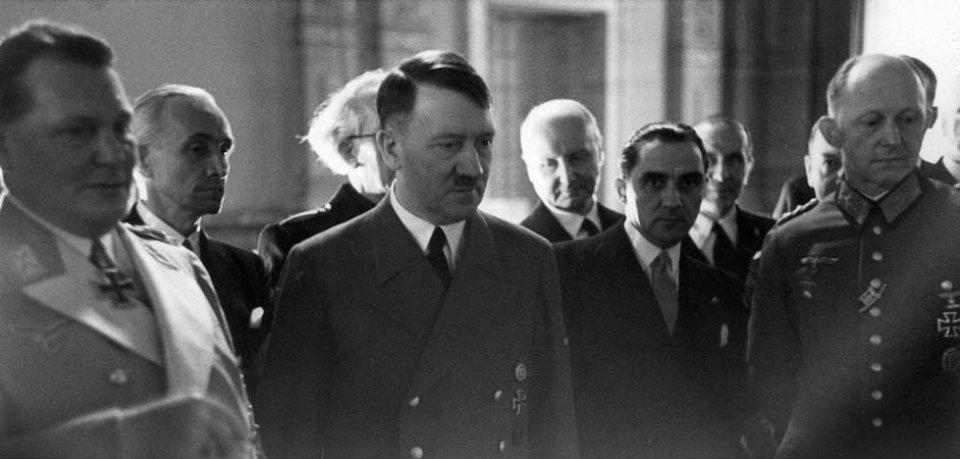 ANTIKOMINTERNPAKTEN: Eric Scavenius Skimtes I Bakgrunnen. Bildet Tatt Under Seremonien For Undertegnelse Av Antikominternpakten