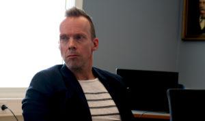 EN UTING: Pål Koren Pedersen Fra Venstre Har Slett Ikke Lyst At Salgsboder I Arendal Skal Selge Lekevåpen På Nasjonaldagen. Foto: Esben Holm Eskelund