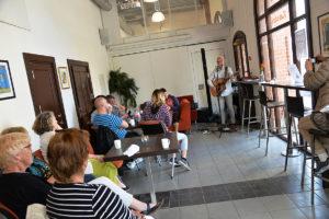 GOD STEMNING: Gjestene I Kafeen Koste Seg Under Konserten Med Hans Inge Fagervik.
