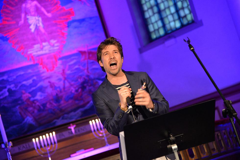 STEMMEPRAKT: Grimstadsangeren Imponerte Stort Med Sin Stemmeprakt Da Han Holdt Konsert I Barbu Kirke, Søndag Kveld.
