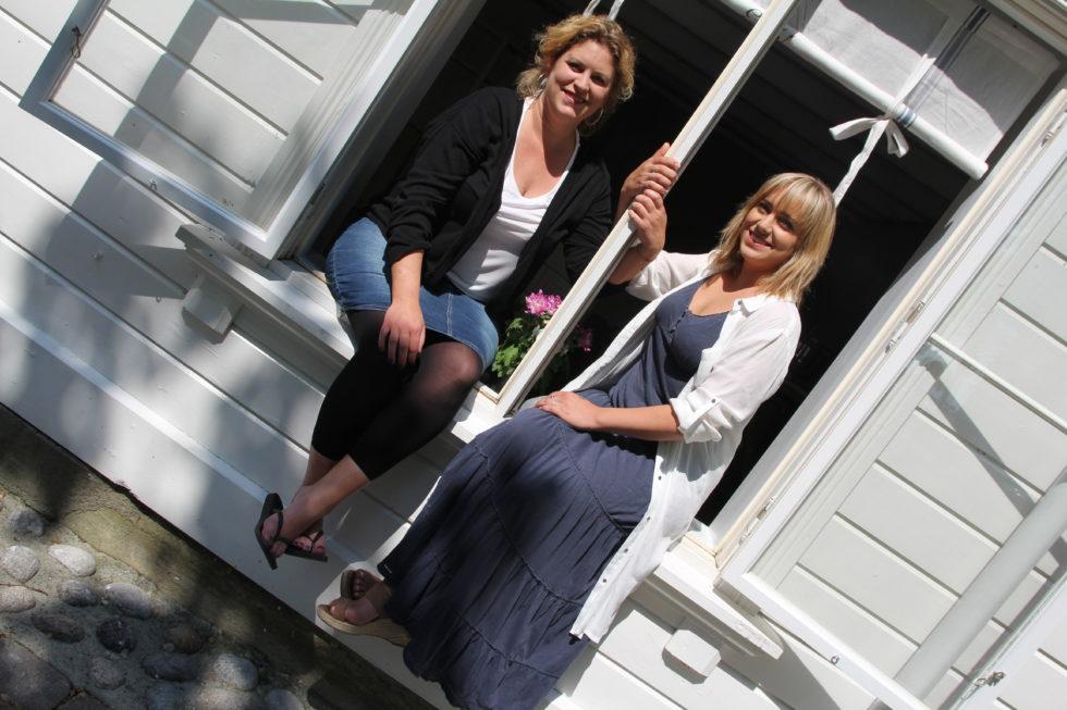 ÅPNER: Susanne Irgens Ommundsen Og Ine Larsen åpner Kolonial På Tyholmen. Foto: Grete Husebø