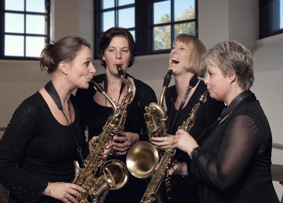 "JUBILEUMSALBUM: Fredag 1. Juli Spiller Saksofonkvartettetn Jubielumsalbumet ""Dedicated"" Der Arendalsmusiker Tove Nylund (t.h) Spiller Sopransaksofon. Foto: Pelle Piano."