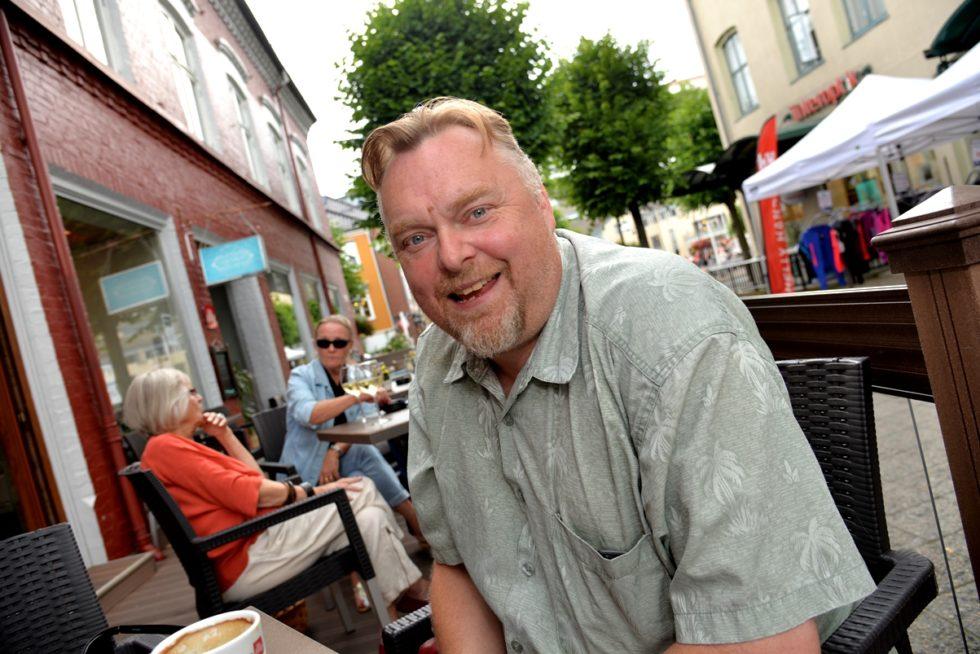 50-ÅRING: Geir Emanuelsen Fylte 50 år Sist Mandag, Men Mener At Han Ble Gammel Før Han Blir Voksen.