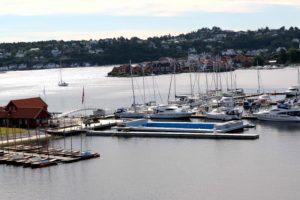 26 GRADER: Det Flytende Sjøbassenget I Arendal Gjestehavn Vil Bli Varmet Opp Til Sydentemperatur. Foto: Esben Holm Eskelund