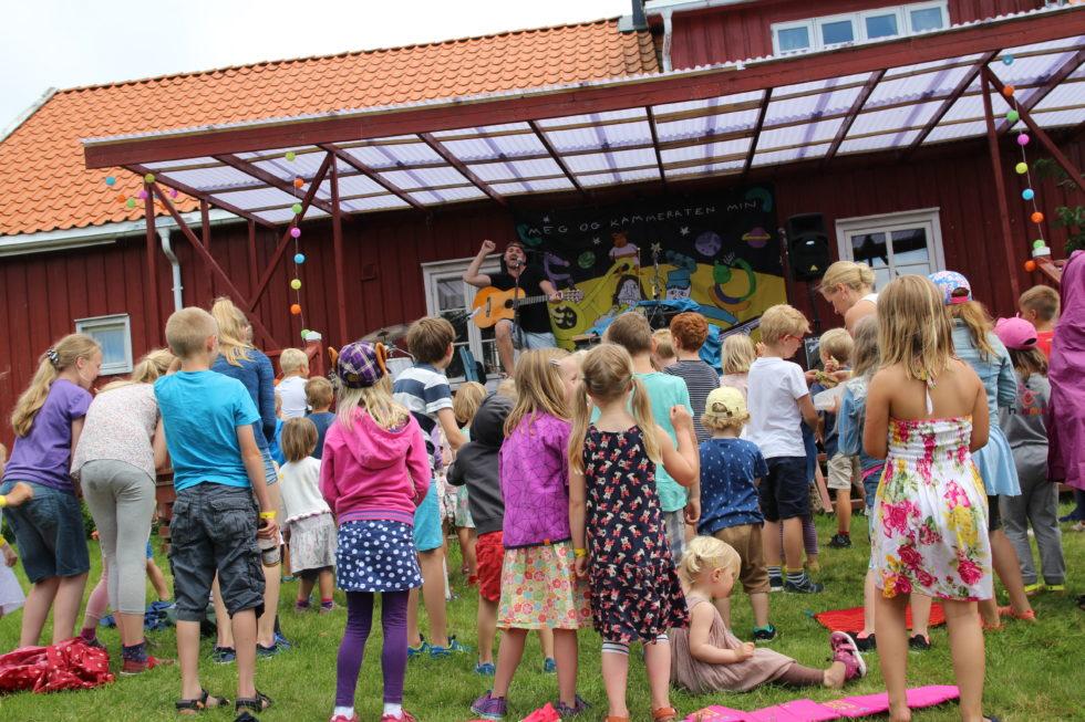 FESTIVALSTEMNING: Det Var God Festivalstemning Under Konserten Med «Meg Og Kammeraten Min». Foto: Elin Gjeruldsen.