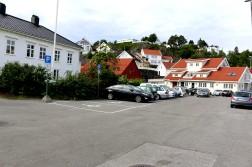 FÅ KLAGER: Fra januar til august har kommunen skrevet ut nærmere 3.000 parkeringsbøter og tilleggsavgifter, men få klager tar parkeringssjef Turid Kindt Pedersen som et signal om at parkeringssynderne i stor grad aksepterer gebyret. Arkivfoto: Esben Holm Eskelund