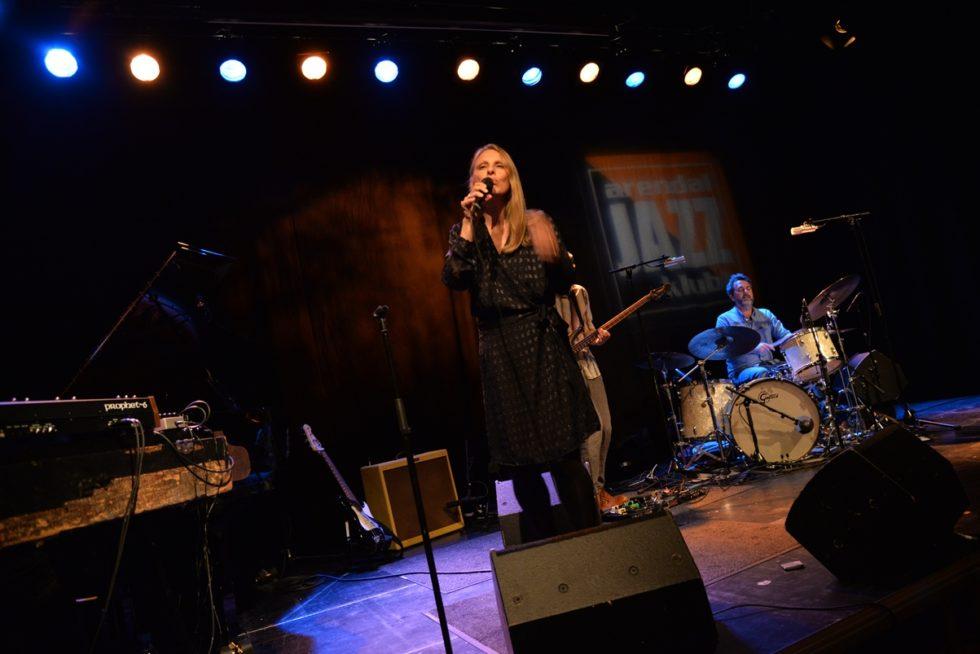 ANMELDELSE: Silkemyk Jazzpop I Vinterlig Landskap