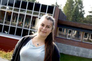 PÅ SKOLEBENKEN: Jelena Høegh-Omdal, Arbeiderpartiet Har Startet På Lærerutdanning. Foto: Esben Holm Eskelund