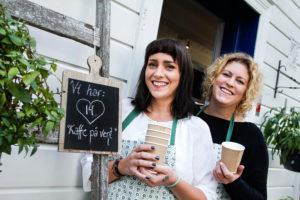 PÅ VENT: Rykende Varm Kaffe Venter På Den Som Trenger Det Hos Tyholmen Kolonial.  Foto: Grete Husebø