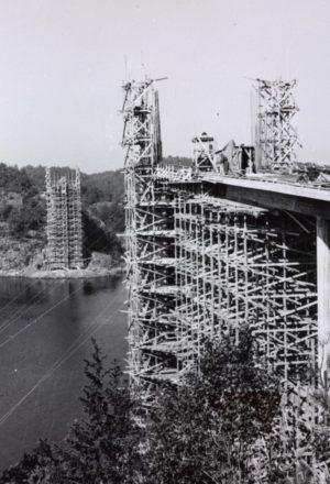 Tromøybrua Under Bygging I Ca. 1961. Foto: Entreprenør Eeg-Henriksen