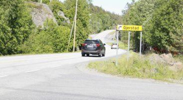 FARLIG VEI: Gang- og sykkelvei mellom Holtet og Skudereis på fylkesvei 409 på Tromøy er ikke med i fylkesrådmannens prioriteringsliste for de fire neste årene. Arkivfoto: Esben Holm Eskelund