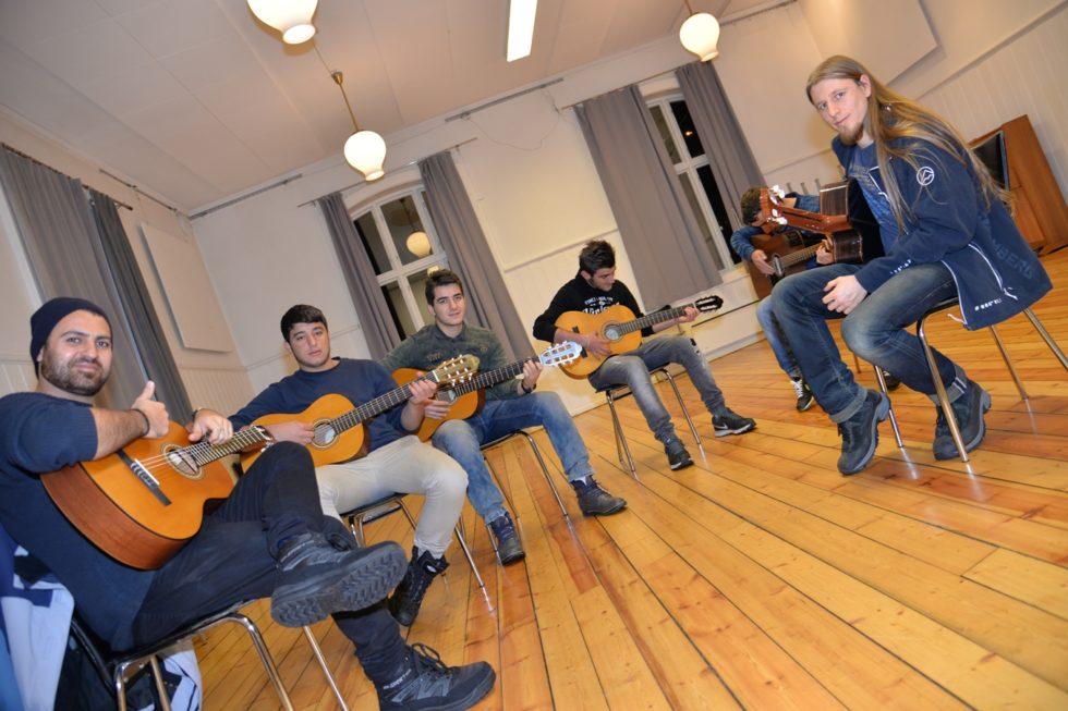 Ungdomskafé Tilbyr Gratis Gitarkurs