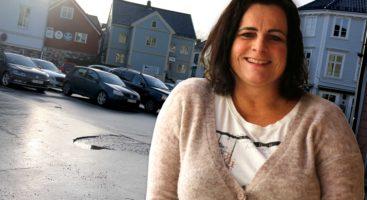 INGEN BYMUR: Nina Jentoft, Arbeiderpartiet, lover at fempartiene ikke skal stenge bilene ute med en mur fra Arendal sentrum. Fotomontasje/Esben Holm Eskelund
