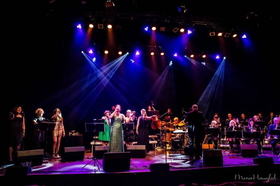SPILLER JULEN INN: Arendal Big Band Spiller Julen Inn For Jazzklubben, Onsdag Kveld I Lille Torungen. Foto: Mona Hauglid