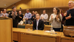 OVERRUMPLET: Ordfører Robert C. Nordli Hadde Nok Mistanke Til At Jubileet Ville Bli Markert I Bystyresalen Torsdag. Foto: Esben Holm Eskelund