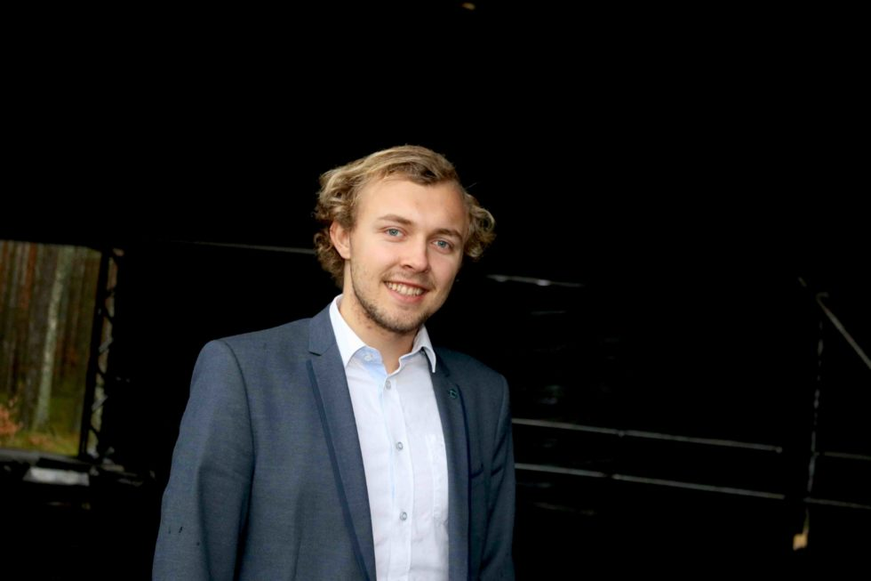 TID: Høyrepolitiker Erik Johan Tellefsen Lindøe Mener Vi Ikke Har Mer Enn Tiden Og Veien På å Styrke Oss I Det Nye Agder. Arkivfoto
