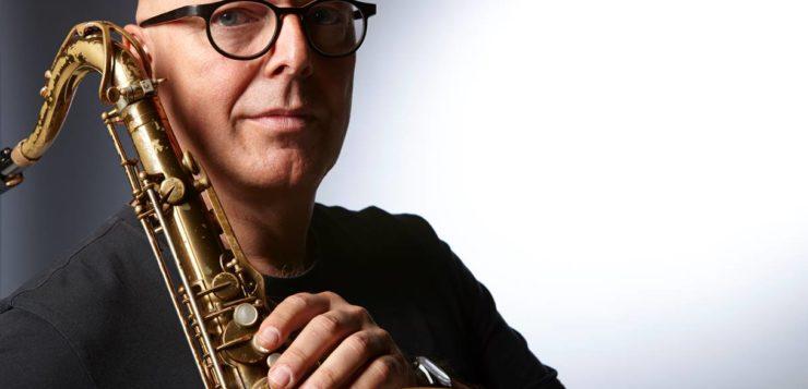 FRA TYSKLAND TIL NORGE: Den tyske saksofonisten Michael Villmow har bosatt seg i Arendal. Foto: Frank Peinemann