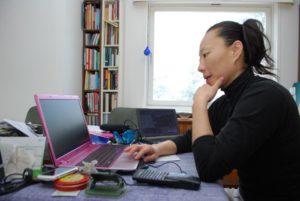 SKRIVEKURS: Tromyforfatter MiRee Abrahamsen Skal Motivere Unge Skribenter Til Kreativ Skriving. Arkivfoto
