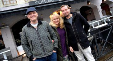 RESTAURANTTRIO: Sigmund Rose, Monica Rose og Jan Ove Paulsen driver fire utesteder på Langbrygg, men ønsker ikke å åpne dørene for 18-åringene. - Det må noen andre gjøre, sier de.