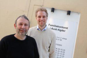PAPPAKURS: Familieterapeutene Torbjørn Grestad Og Aleksander Henriksen Inviterer Til Samtaler Rundt Papparollen. Foto: Grete Husebø