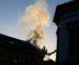 BYGÅRDSBRANN: I morgentimene onsdag begynte det å brenne i en bygård i Østregate i Arendal. Foto: Esben Holm Eskelund