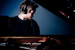 SOLOKONSERT: Pianist Helge Line Gjester Arendal Jazzklubb Med En Eksklusiv Solokonsert, Torsdag Kveld. Foto: Christian Mørdre