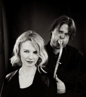 """MESSING WITH VOICE: Lars Andreas Haug På Tuba Og Camilla Susann Haug På Vokal Utgjør Duoen """"Messing With Voice"""". Pressefoto"""
